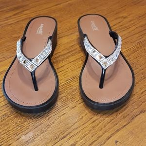Capelli New York brown flip flops size 8